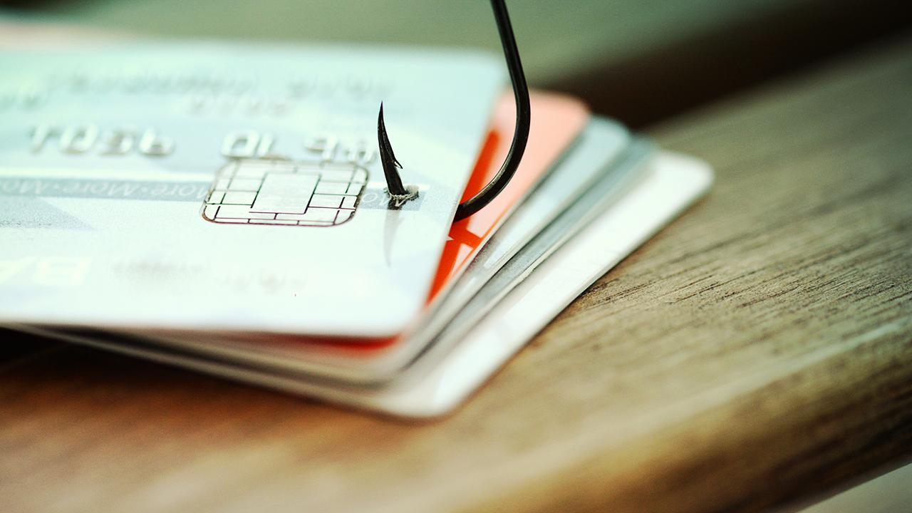 Kreditná karta a phishingový útok