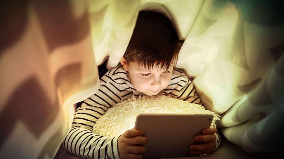 Dieťa s tabletom